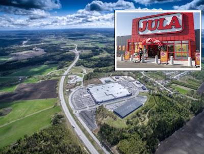 Flygbild över Tanum shoppingscenter med ingången till en Jula-butik infälld i bilden.