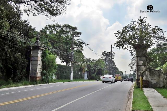 Vista das Pilastras da antiga porteira da Fazenda Morumbi - Morumbi - São Paulo