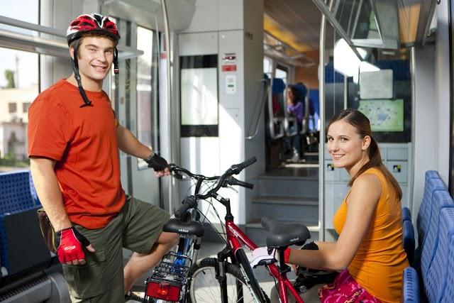 Annyian utaznak kerékpárral a Balatonra, hogy a MÁV-nak növelnie kellett a bringaszállító kapacitását