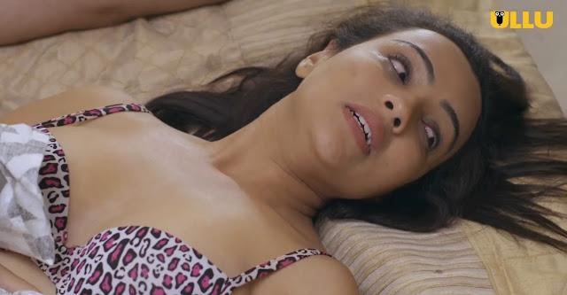 ULLU Aarohi Dike Charmsukh Girl Personal Pic