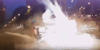 ΩΡΑ - Συγκλονιστικό βίντεο από την Καμάρα: Η στιγμή που τραυματίζεται αστυνομικός προσπαθώντας να ρίξει βόμβα κρότου-λάμψης (βίντεο)