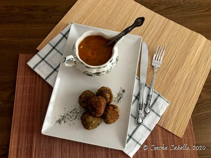 albóndigas-berenjena-mesa