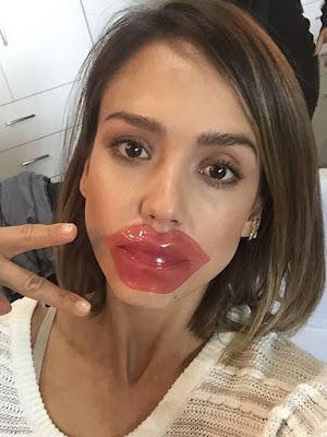 star - star américaine - jessica alba - masque pour les lèvres - masque de beauté - silicone