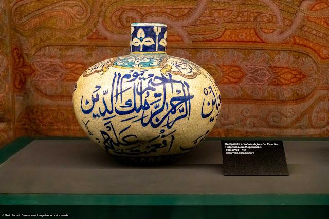 Recipiente com inscrições do Alcorão