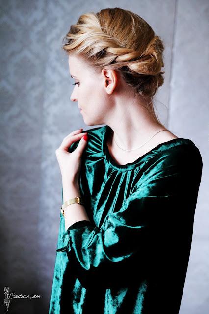 zielona sukienka z weluru