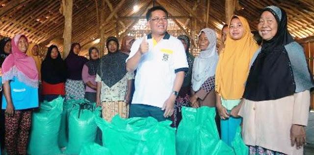 Kritik Pemerintah, PKS Borong Satu Ton Garam Petani Di Pati