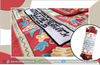 ini loh motif dan warna souvenir sajadah bordir, cantik!!!
