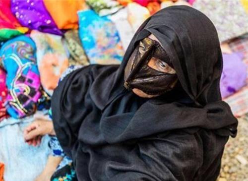 Những phụ nữ đeo mặt nạ bí ẩn ở Trung Đông 9
