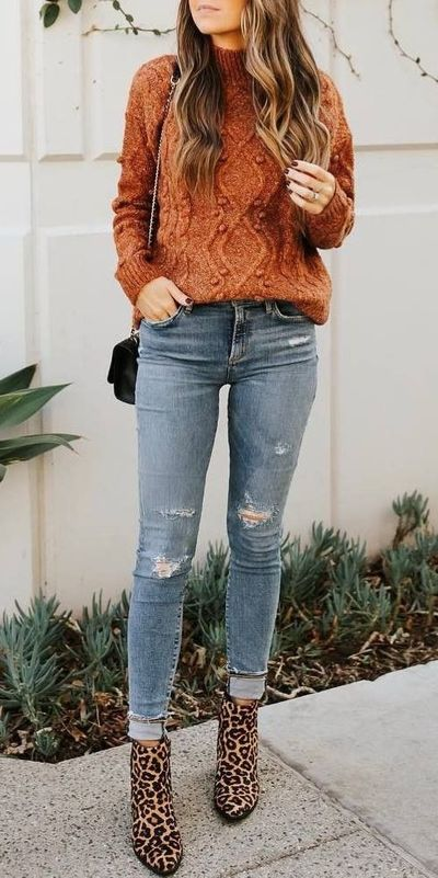 Fall in love this winter season with these cozy sweater outfits. Winter Fashion via higiggle.com | cute sweater in brown | #sweater #winter #fashion #knit