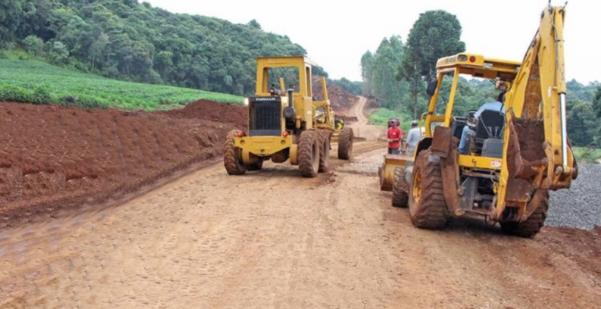 Os trabalhos na estrada entre Mato Rico e Pitanga estavam lentos, agora piorou!