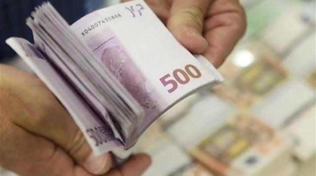 Στο χώμα κρύβουν οι Ελληνες τα λεφτά τους!