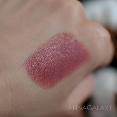 Свотчи Увлажняющая губная помада Hydra Lips Faberlic 46018 натуральный бежевый