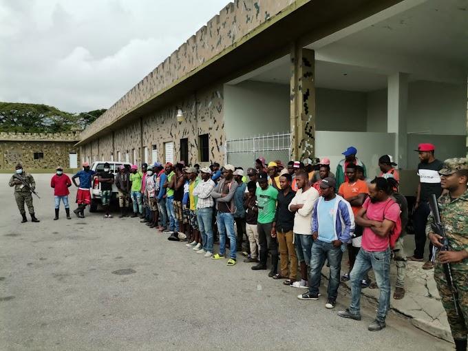 Migración detiene mas de 50 haitianos indocumentados en San Juan