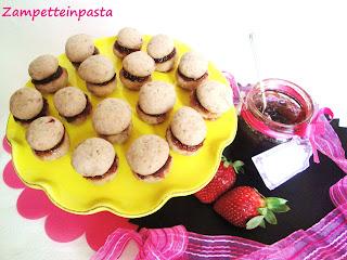 Baci di dama alle fragole con marmellata - Biscotti con le fragole