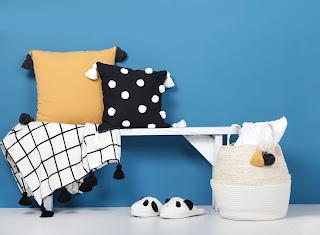 Koc i poduszki z chwostami