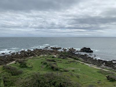 野島埼灯台から見下ろす太平洋