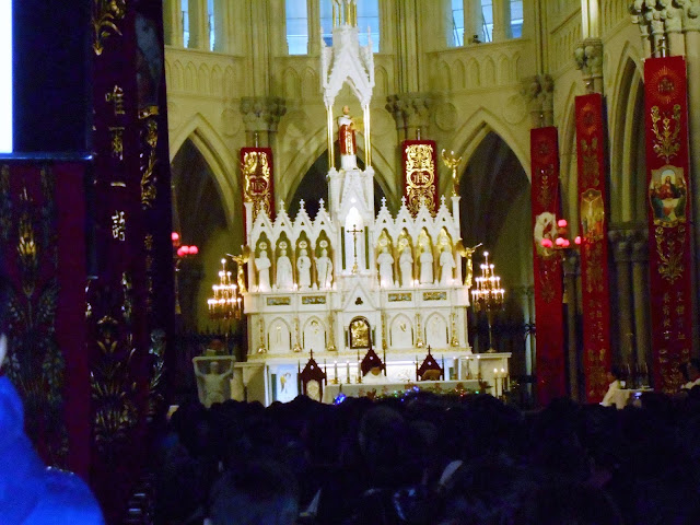 真っ白な祭壇