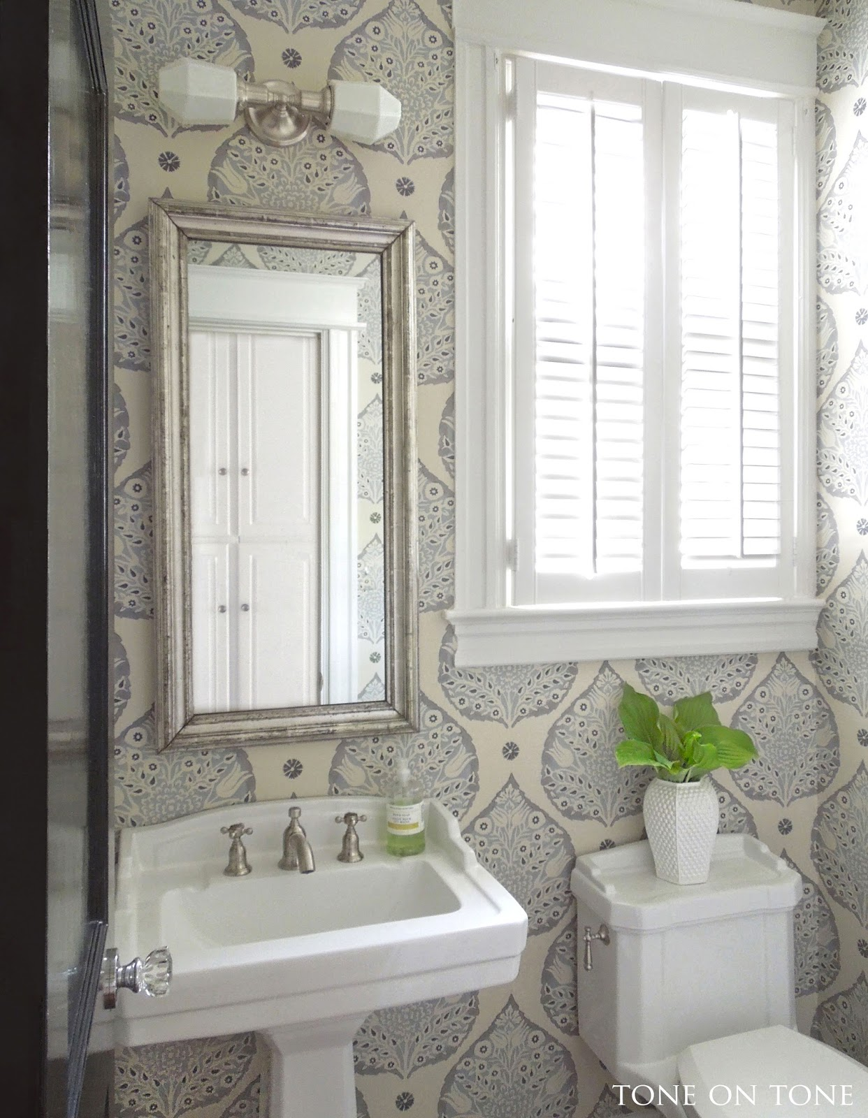 Tiny Powder Room Designs: Interior & Garden Design: Powder Room