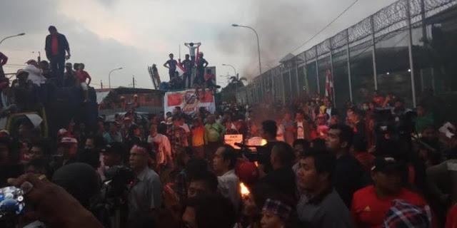 Dinilai Tertib, Polisi Enggan Bubarkan Demo Ahokers di LP Cipinang