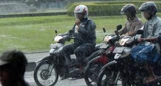 Helm Motor sering terkena air hujan