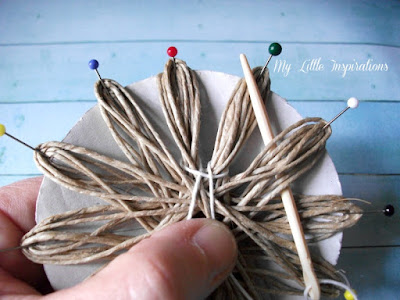 DIY Twine and raffia flowers with recycled paper leaves - Fiori di spago e rafia con foglie carta riciclata 10 - My Little Inspirations