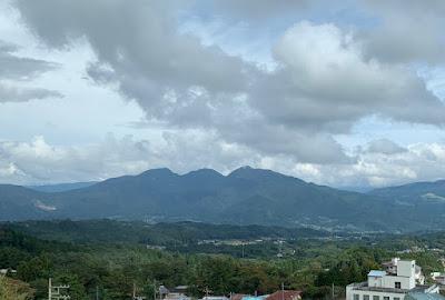 ロビーから見える山々