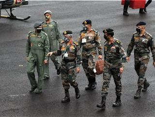 सेना प्रमुख जनरल एमएम नरवणे ने पूर्वोत्तर में सैन्य तैयारी और सुरक्षा हालात का जायजा लिया  सेना प्रमुख जनरल एमएम नरवणे दो दिन के दौरे पर 20 मई, 2021 को दिमापुरा (नगालैंड) पहुंचे।