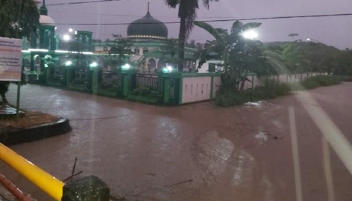 Drainase Buruk Diduga Jadi Penyebab Banjir di Sinjai, Kepala Bappeda Bilang Begini!