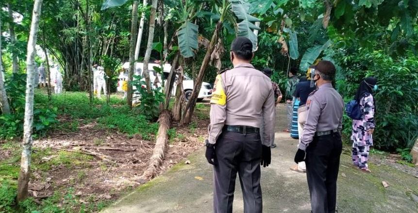 Polisi Kawal Pemakaman Warga Dengan Protokol Covid-19 di Kemangkon
