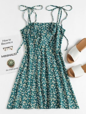 https://www.zaful.com/floral-tie-strap-apron-mini-sundress-p_530434.html?lkid=14815669