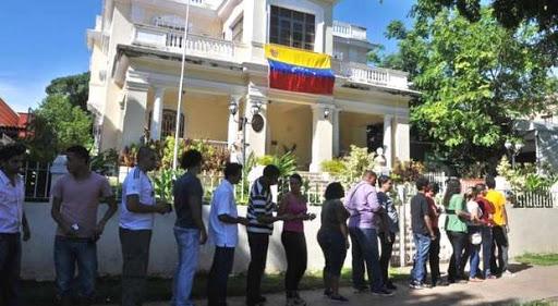 """Revolucionarios """"confundidos"""" piden asilo en embajada de Venezuela en La Habana"""