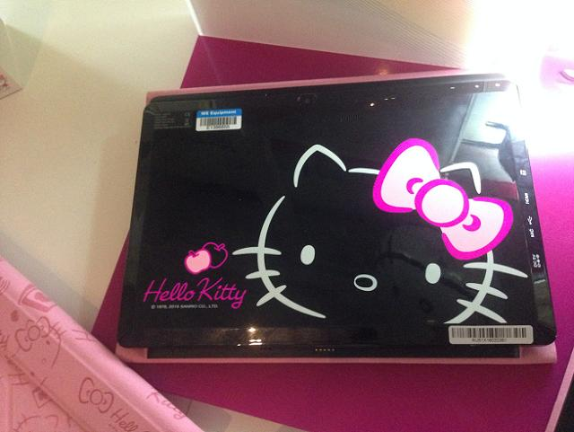Shuqings story hello kitty grace 10 light tablet launch party you can simply switch from a traditional desktop mode to a tablet mode when you snap the grace 10 light tablet off the hello kitty pigo keyboard voltagebd Gallery