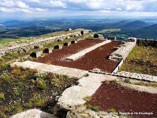 Le Puy-de-Dôme, les fouilles du temple de Mercure