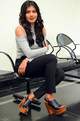 Hebah Patel new dazzling photos-thumbnail-3