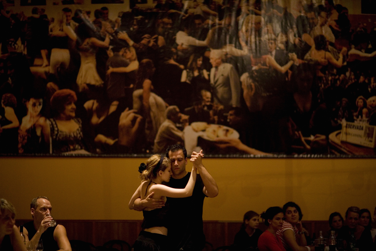 Rat tracks on the sounds of Argentine tango