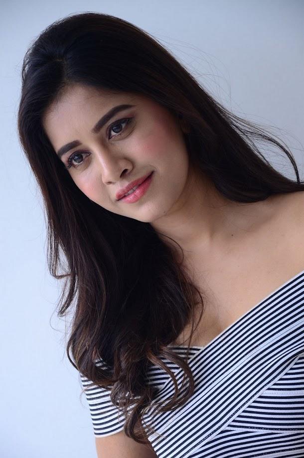 Nabha Natesh at Nannu Dochukunduvate Interview