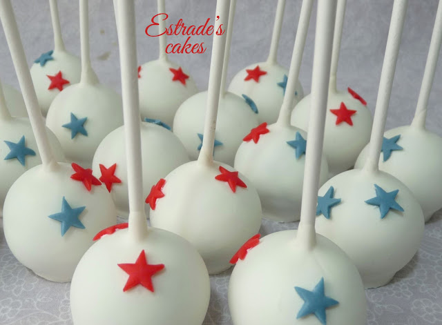 cake pops en blanco azul y rojo 4