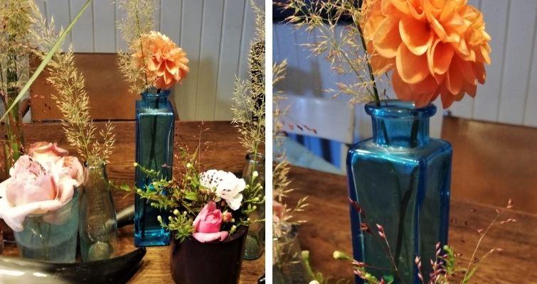 Wasserblau und Orange Tischdeko mit Blumen