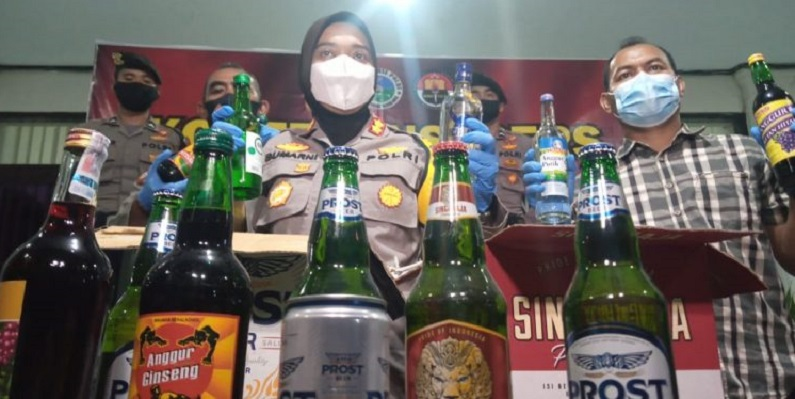 Thousands of bottles of liquor were successfully secured by the police at Perum Pesona Pangrango