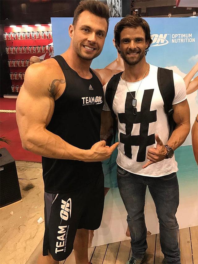 Fabiano Gurgel posa para foto ao lado de Rafael Ferreira. Foto: Arquivo pessoal