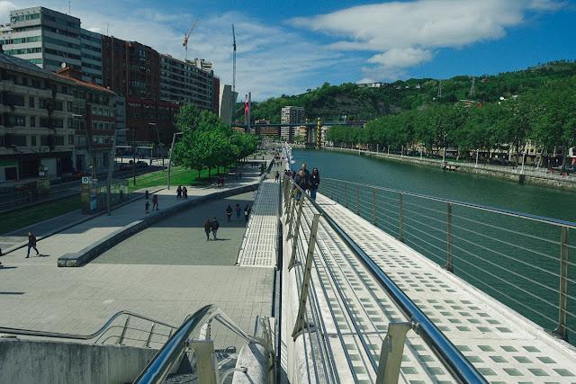 スビスリ橋(Zubizuri)