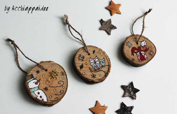 decorazioni natalizie su dischi di legno