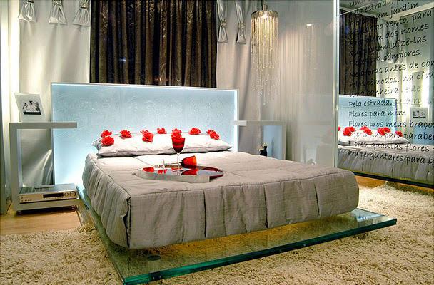 Dormitorio romantico para enamorados via for Cuartos decorados para aniversario