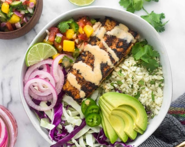 Fish Taco Bowls with Mango Salsa, Chipotle Aioli, Coconut-Lime Cauliflower Rice #whole30 #paleo