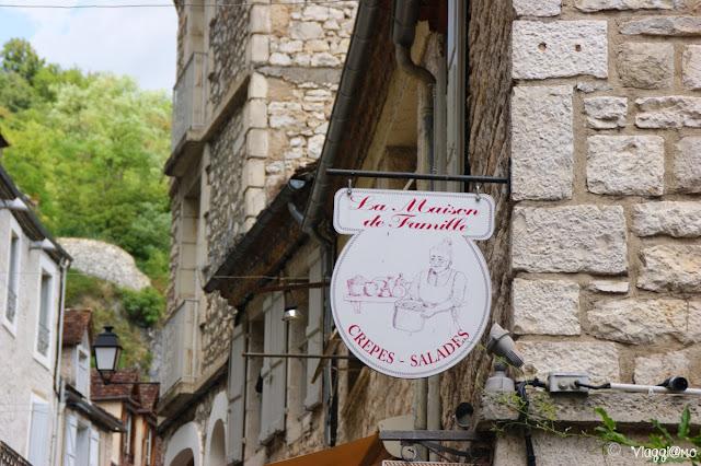 Il centro e le insegne in ferro battuto di Rocamadour