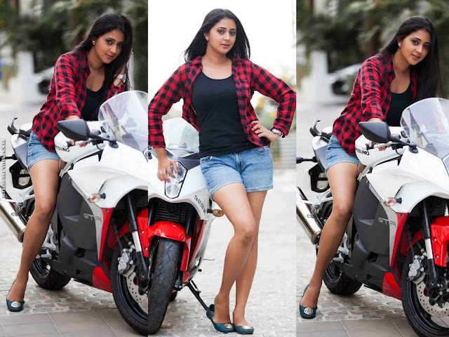 Kaniha Hot Spicy Thighs Show Photos