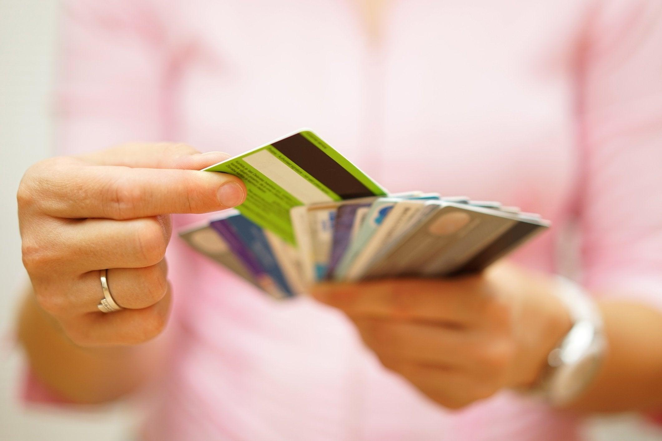 woman_selecting_credit_card_oqyKsfq