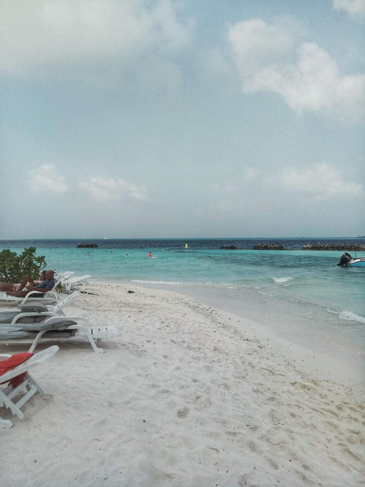 Thulusdhoo bikini beach