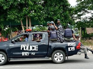 Oshiomhole's men prevented from accessing APC secretariat