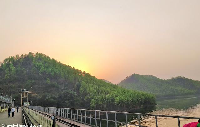 सूर्यास्त और आसमान की रंगीनियाँ